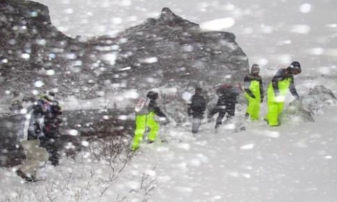 Chuyến du lịch xuyên bão tuyết ở Iceland