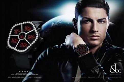Cristiano Ronaldo sang trong va lich lam voi dong ho Jacob