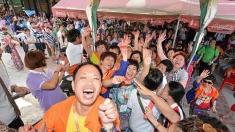 Dai gia Trung Quoc cho 12.700 nhan vien di du lich nuoc ngoai