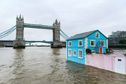 Dich vu van canh London bang nha noi tren song Thames