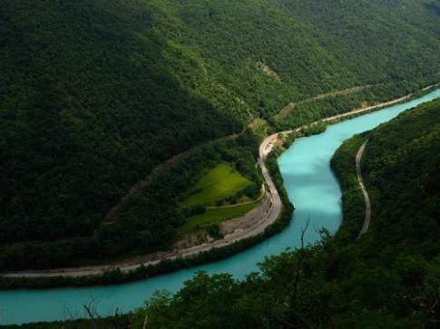 Dòng sông lục bảo duy nhất thế giới