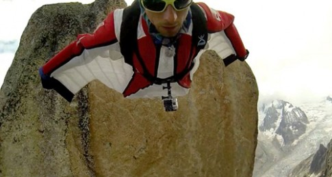 Du khách Pháp bay như người dơi từ đỉnh Mont Blanc