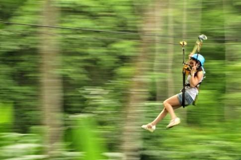 Du khach thiet mang khi du day zipline o Thai Lan