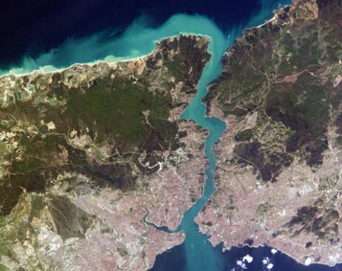 Eo biển chia cắt Á - Âu và chuyện tình thần Zeus