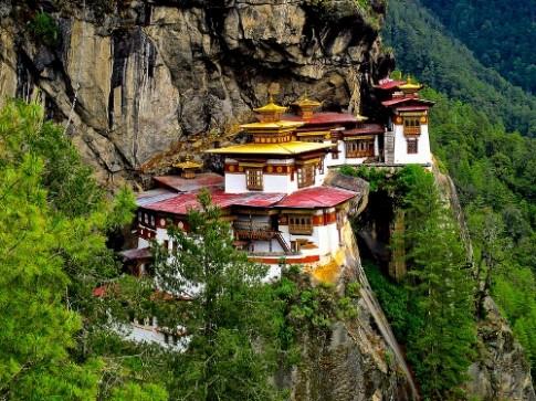 'Hang Ho' nam cheo leo tren vach nui o Bhutan