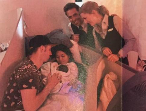 Hanh khach bat ngo sinh con khi bay qua Thai Binh Duong