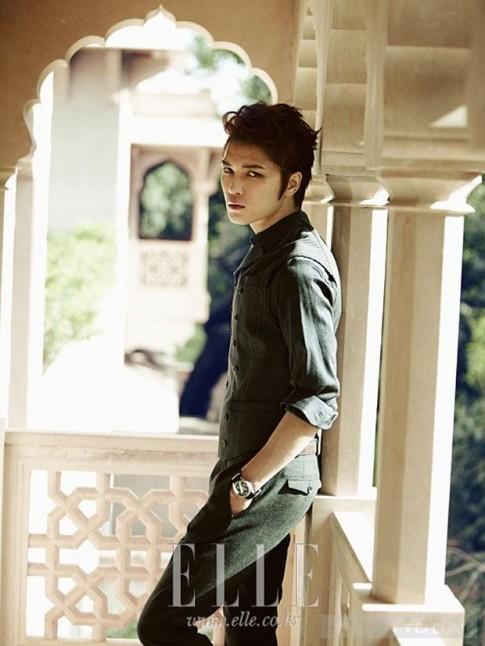 Jae Joong phong tran day cuon hut tren Elle Korea