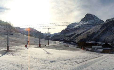 Khach du lich mon moi cho tuyet phu tren day Alps
