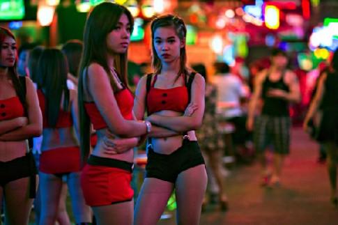 'Kieu nu' pho den do Thai Lan lao dao vi bieu tinh