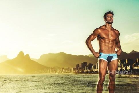 Lucas Gil khoe hinh the cuc dep cung underwear