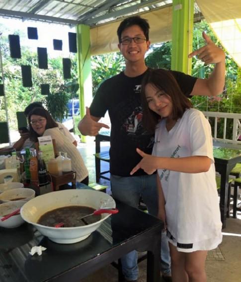 Mot khach Trung Quoc an het 6 kg thuc pham chi trong 31 phut