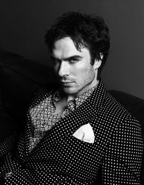 Nam diễn viên của The Vampire Diaries bí ẩn và quyến rũ trên Harper's Bazaar