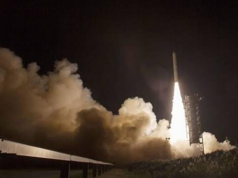 NASA phong tau vu tru tham hiem khi quyen Mat Trang