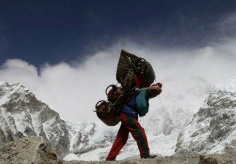 Nepal cai to dich vu leo nui sau tran bao tuyet