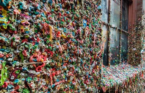 New York đầy bọc rác bẩn, Paris chuột vui đùa trên cỏ xanh