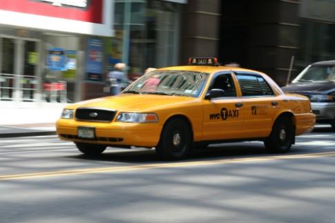 Ngoi tu vi di taxi duong dai ma khong co tien tra