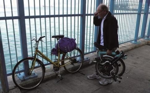 Người đàn ông 50 năm đạp xe quanh thế giới