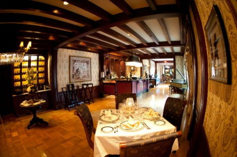 Nhà hàng phải đặt chỗ trước 14 năm mới được phục vụ