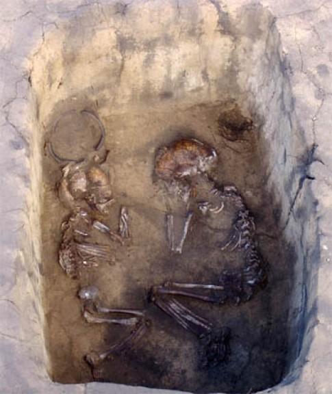 Những ngôi mộ đôi bí ẩn ở Siberia