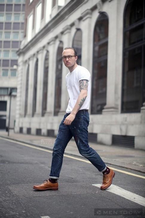 Phoi quan jeans ao phong lich lam toi cong so
