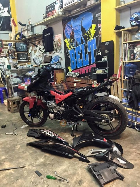 R 11/2 8h Exciter 150 độ của Biker Stunt Thái Lan