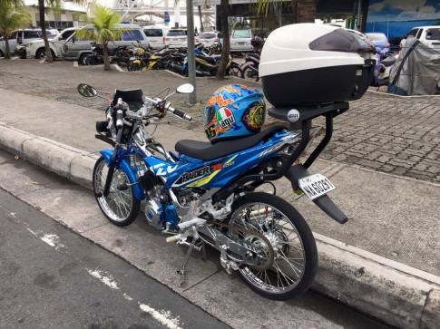 Raider R150 sơn Crom độc đáo của biker nước bạn