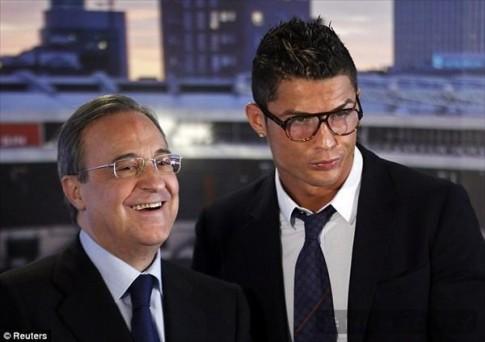 Ronaldo – Quy ong lich lam va sanh dieu trong buoi ky hop dong moi