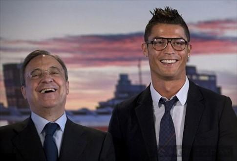 Ronaldo va nhung quy ong deo kinh trang