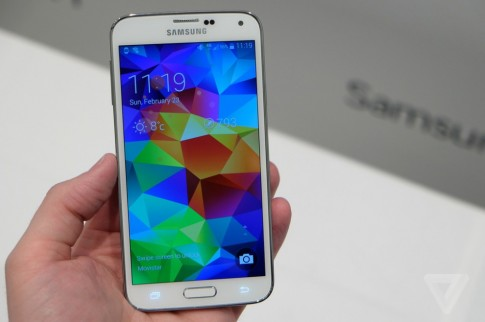 Samsung: Day la ly do tai sao Galaxy S5 tot hon HTC One M8
