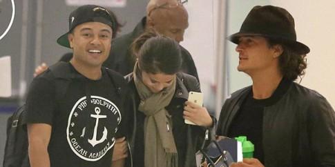 Selena Gomez 'len lut hen ho' Orlando Bloom tai san bay