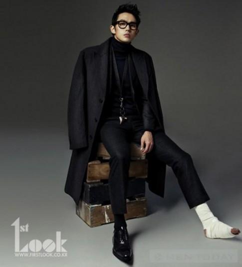 Seulong (2AM) gay chan van dien vest chup hinh