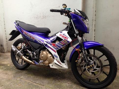 Suzuki Raider độ nhẹ đồ chơi hàng hiệu tại Sài Thành