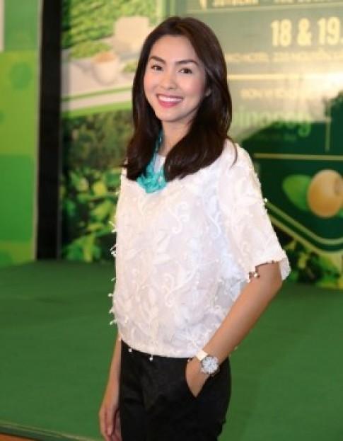 Tang Thanh Ha an mac gian di van toa sang