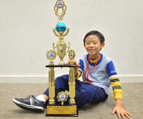 Thần đồng 8 tuổi chiến thắng 1.000 người