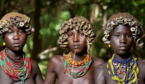 Thoi trang tai che an tuong cua bo lac o Ethiopia