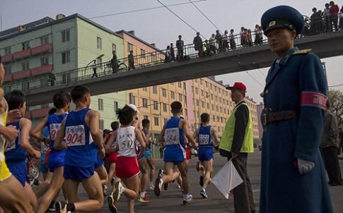 Trieu Tien cam du khach chay marathon