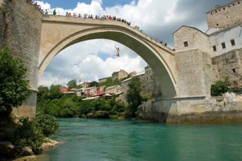 Tuc le nhay cau de truong thanh o Bosnia va Herzegovina