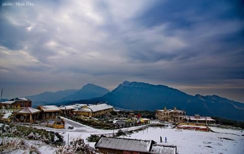 Tuyết trắng phủ kín đỉnh Mẫu Sơn