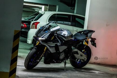 Yamaha R1M trong bộ ảnh tuyệt đẹp khi đọ dáng cùng hotgirl Việt