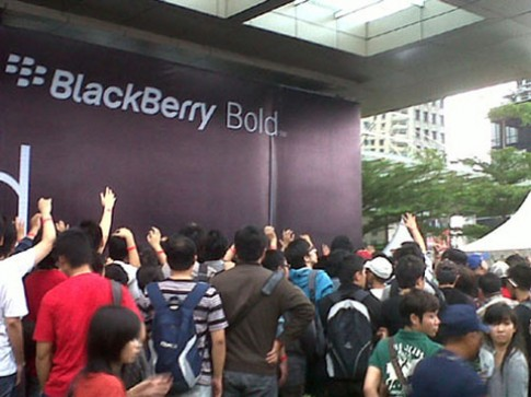 90 nguoi bi thuong vi chen lan mua Bold 9790 tai Indonesia