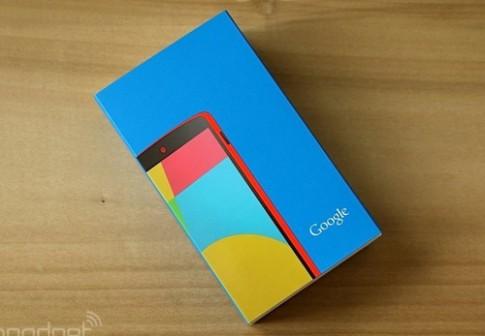 Anh thuc te Google Nexus 5 mau do