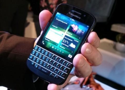 Anh thuc te smartphone BlackBerry Q10 va Z10