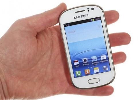 Anh thuc te smartphone Galaxy Fame gia re 200 USD