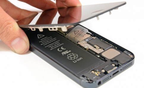 Apple len chuong trinh thay the pin cho iPhone 5 bi loi