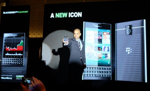 BlackBerry Passport gia 15,5 trieu dong tai Viet Nam