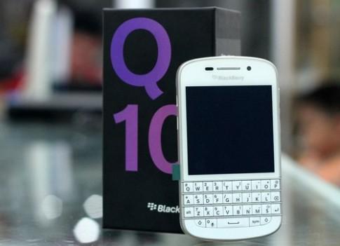 BlackBerry Q10 trang ve VN voi gia 17 trieu dong