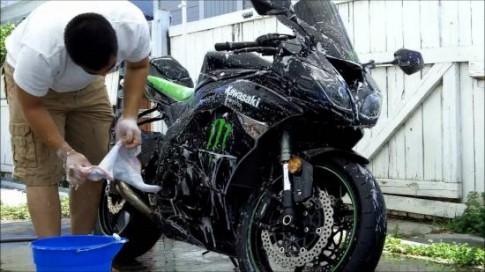 Cách chăm sóc sơn xe máy bóng đẹp và bền.