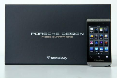 Dap hop smartphone cam ung hang sang cua BlackBerry o VN