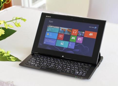 Dung thu laptop 'bien hinh' voi ban phim truot cua Sony
