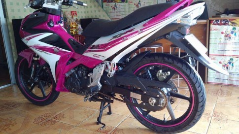 Exciter 135 do X1R phong cach Hello Kitty ca tinh